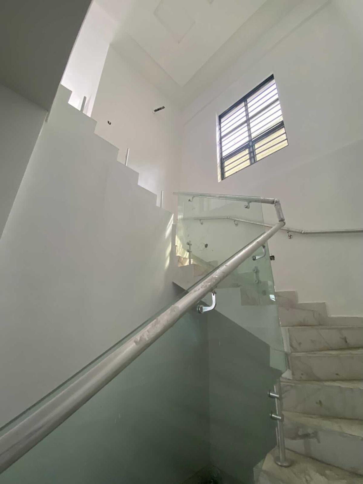 For Sale: A very spacious and tastefully finished fully detached 5 bedroom duplex with study room in Lekki county