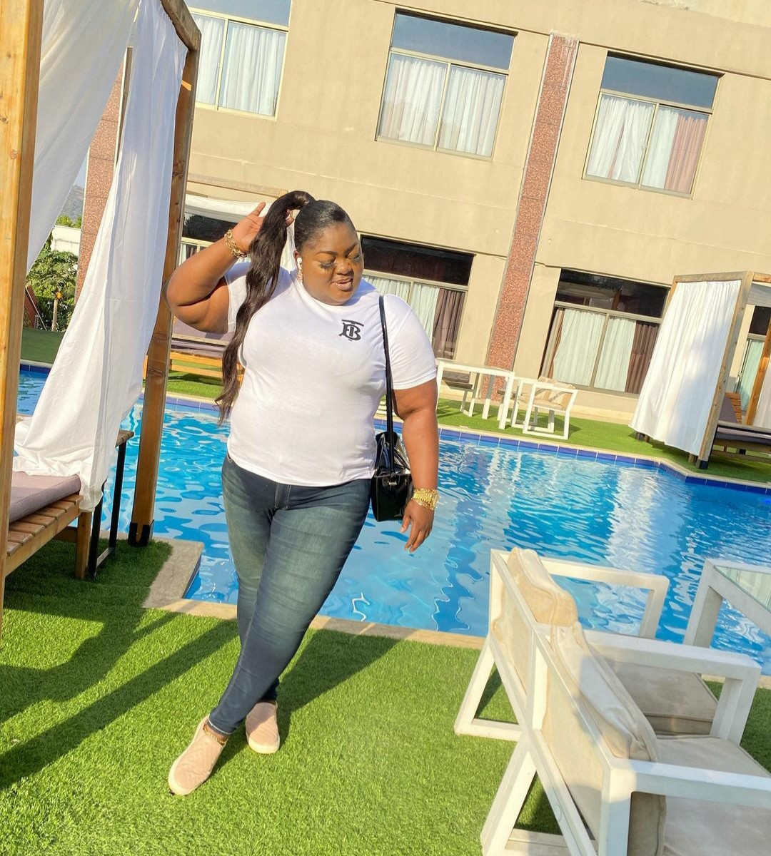 """Watch your life"" Eniola Badmus clashes with a troll who commented on her weight"
