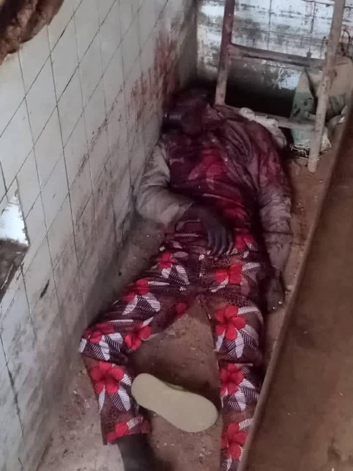 Suspected hoodlums hacks security guard to death in Ibadan (graphic photo)