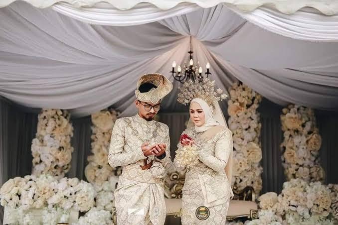 Covid-19: Couple holds 10,000 people drive-thru wedding (photos)