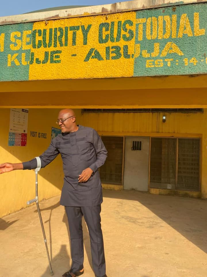 Former PDP spokesman Metuh leaves Kuje prison (photos)