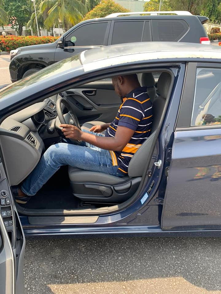 Governor Ayade surprises his Special Assistant with a brand new car as Christmas gift