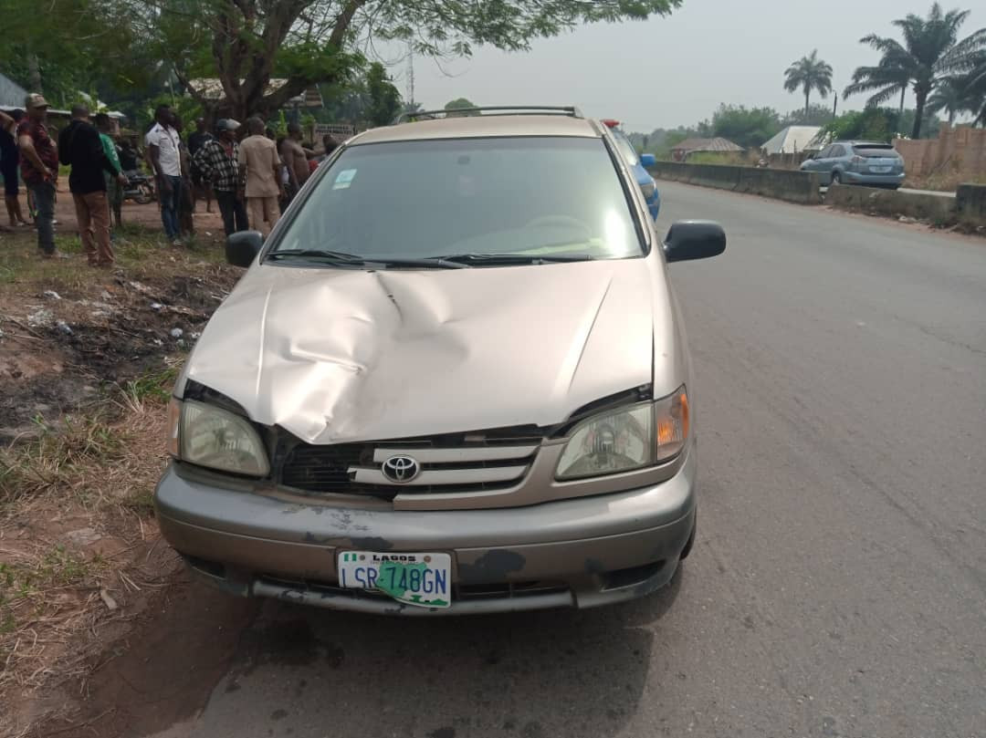 Speeding driver losses control and kills child in Anambra (photos)