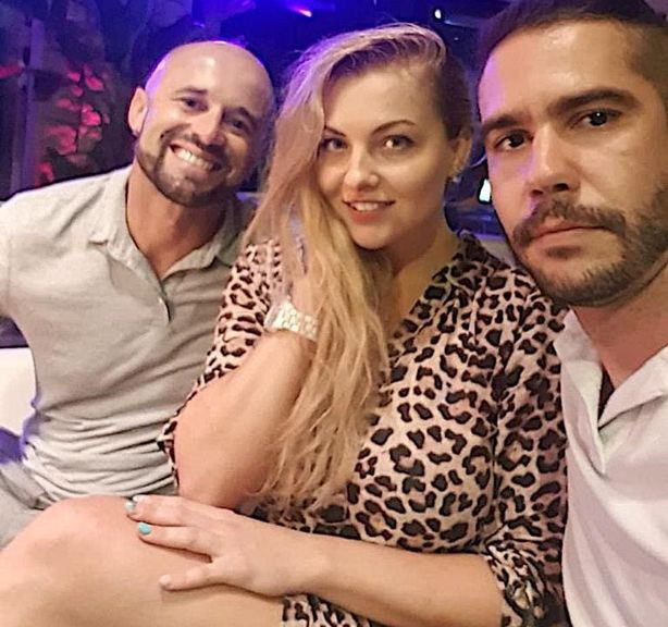 Two friends fall in love with same woman on holiday and both decide to date her