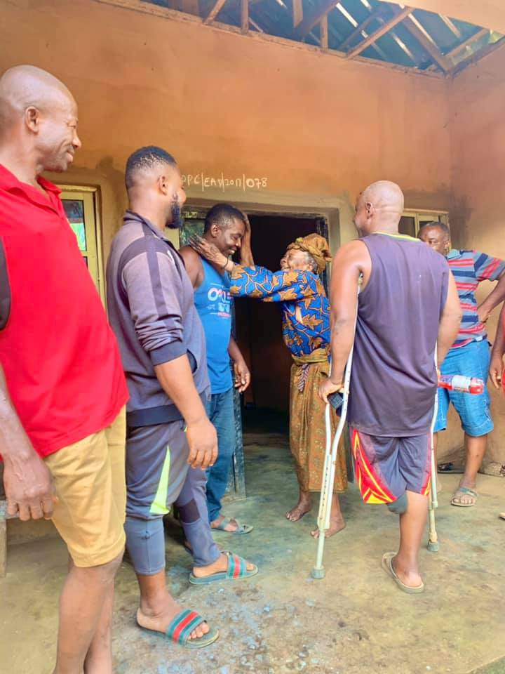 Heartwarming moment brothers pay surprise visit to Akara seller who gave them free snacks everyday on their way to school 40 years ago
