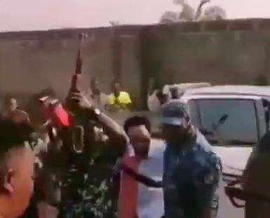 Policemen fire gunshot into the air as controversial clergyman, Indaboski throws naira notes into the air