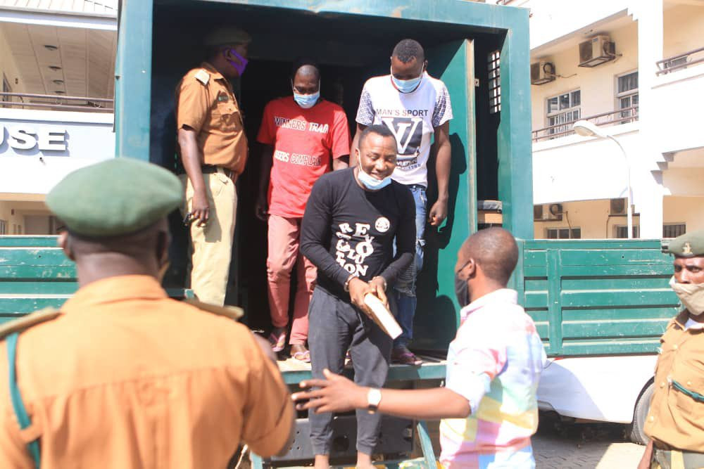 Bail application: Sowore brought to court in handcuffs (photos)
