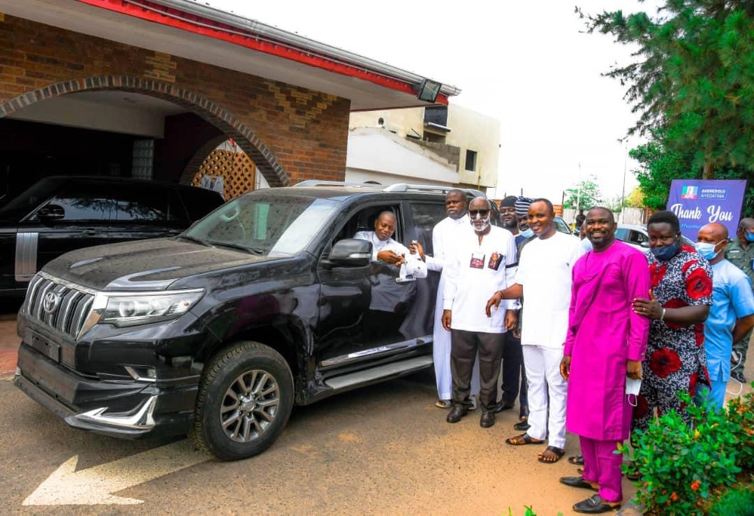 Governor Akeredolu presents 2020 Prado SUV and a Toyota Hilux to Ondo Deputy Speaker