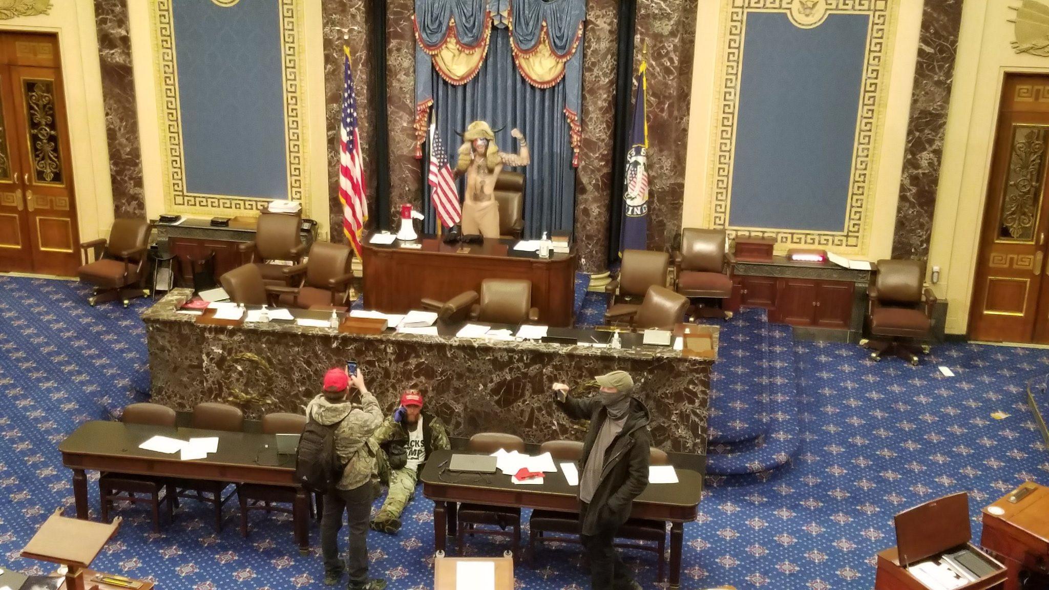 Trump supporters overrun police, invade  Capitol Hill as Congress abandon Biden verification to go on emergency recess (photos/videos)