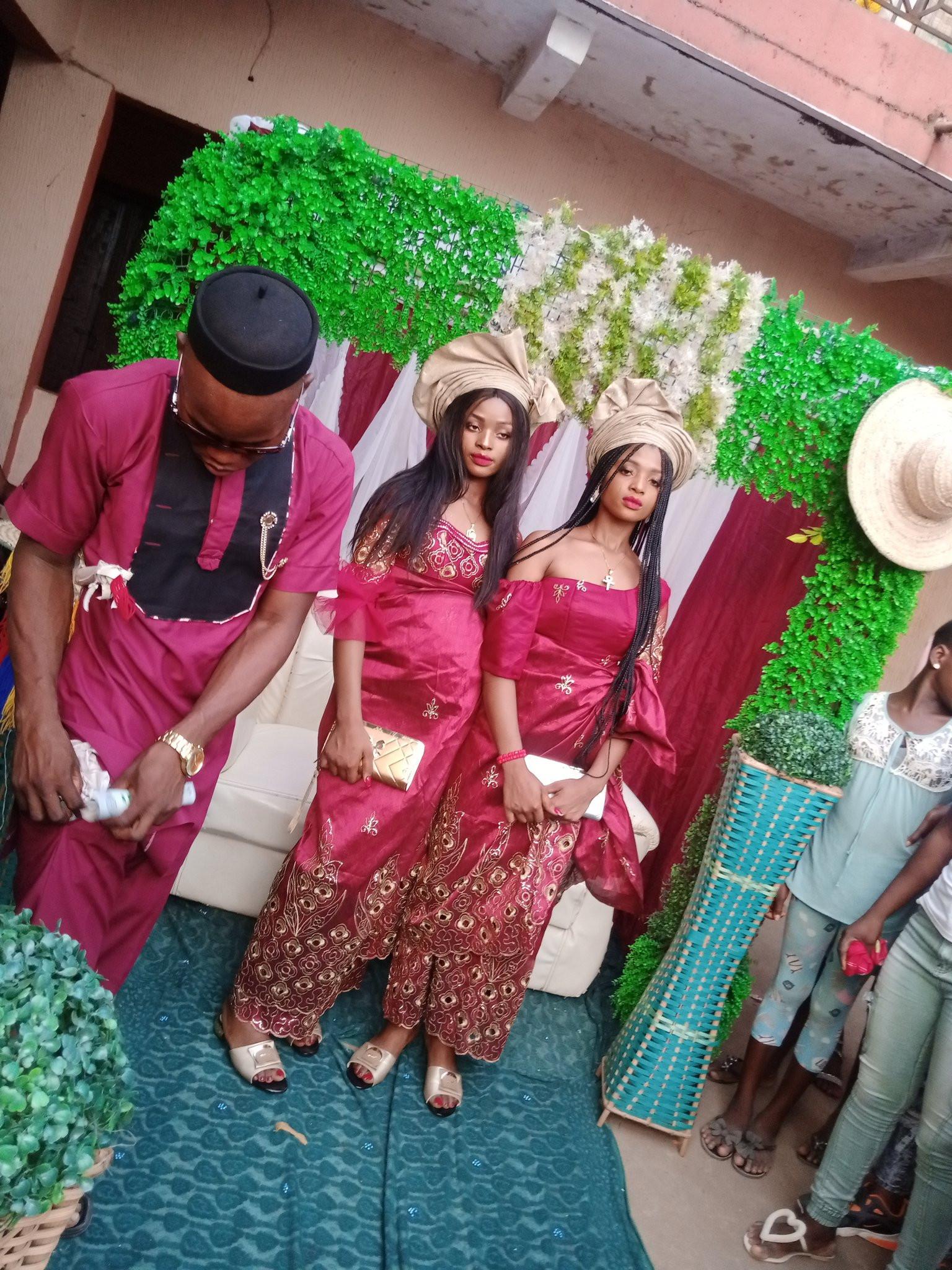 Un Nigérian épouse des jumeaux parce que