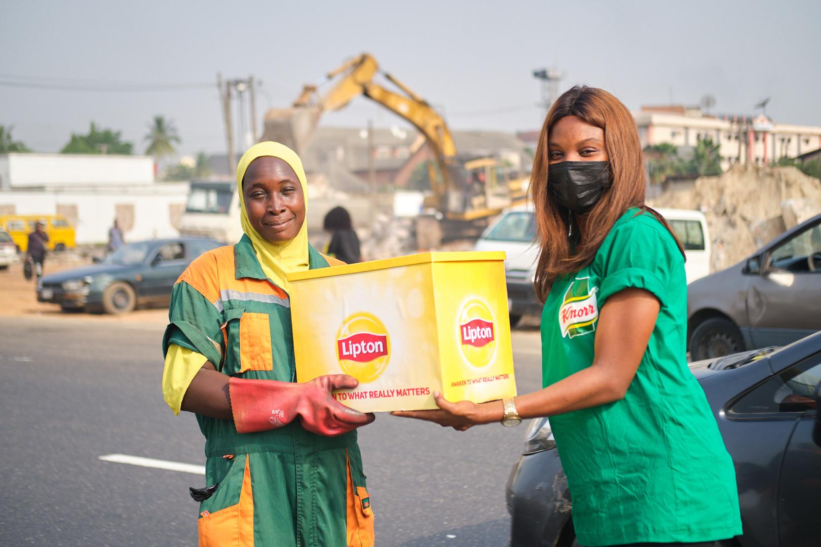 #seasonofthanks: Lipton and Knorr surprise Nigerians working through the holidays