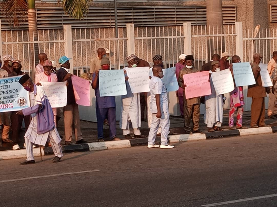 Retired soldiers protest in Abuja (photos)