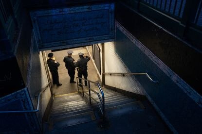 Naked man electrocuted during fight on subway tracks in Harlem