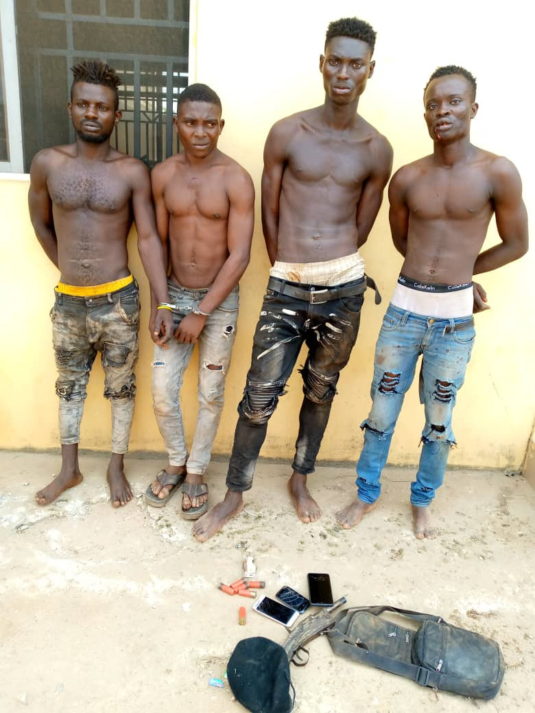 8 members of two rival cult groups arrested in Ogun (photos)