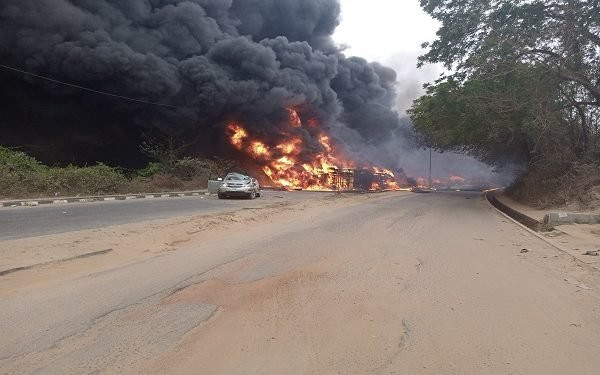 Three persons killed and many injured as tanker falls and explodes along Kuto-Okemosan road in Ogun (video)