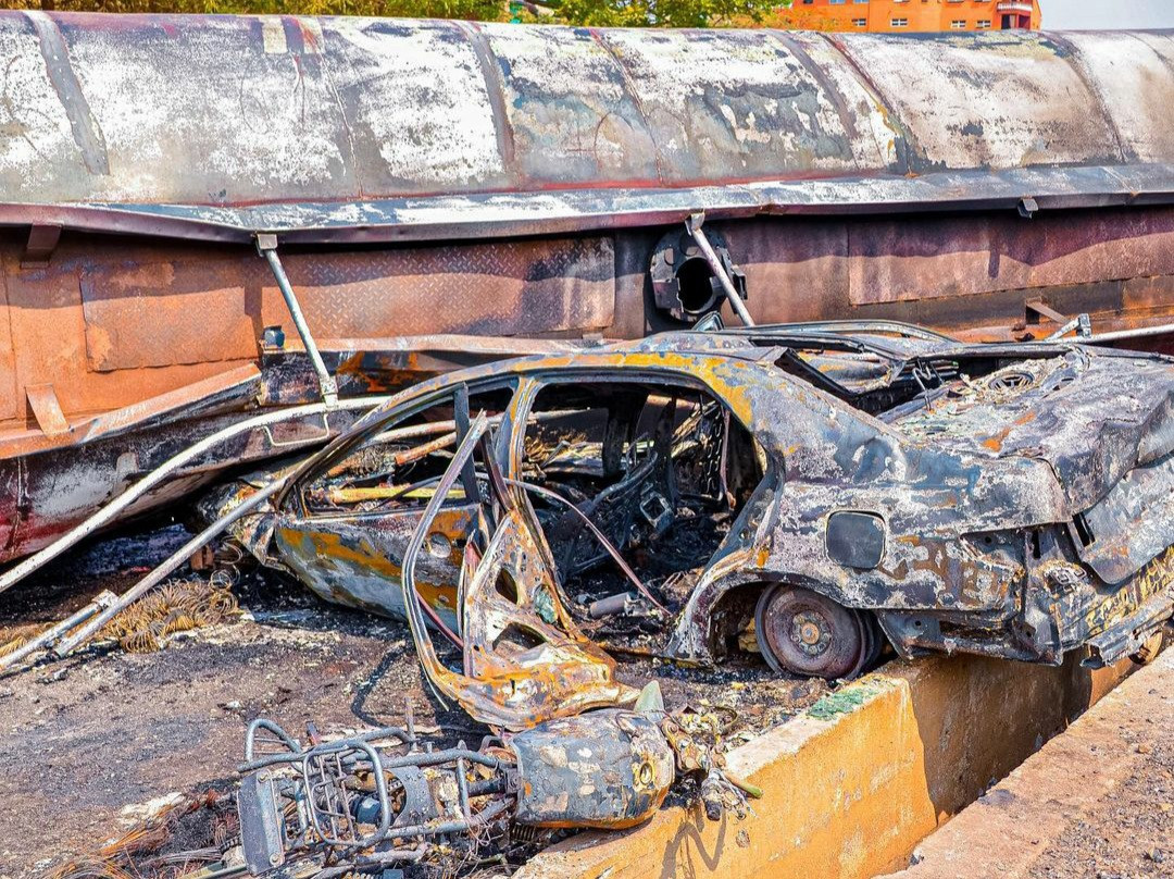 Ogun state governor bans tankers from using overhead bridges as he visits victims after fatal tanker fire (photos)