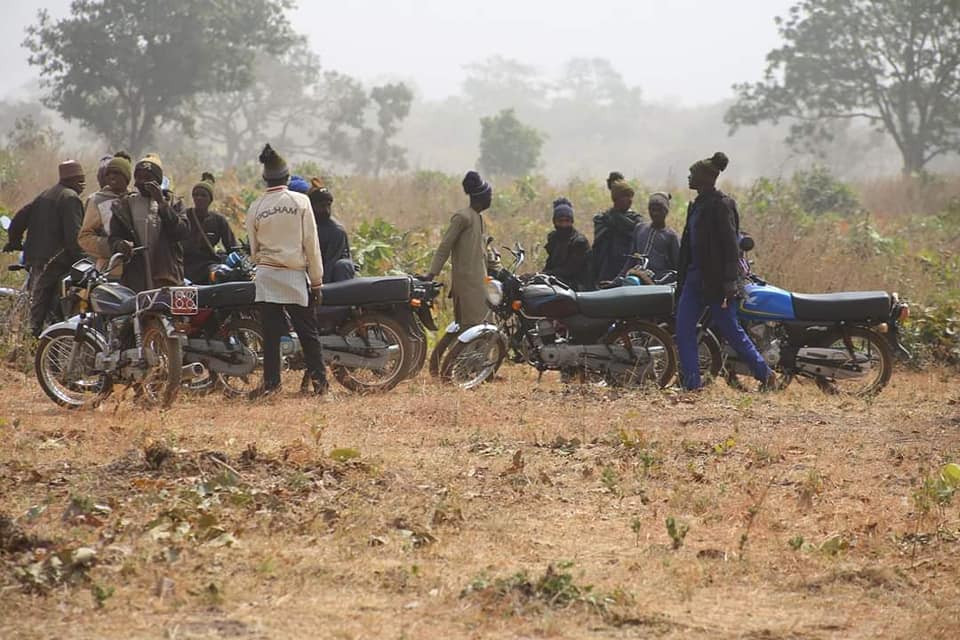 Photos: 600 bandits and their commanders terrorizing Kaduna agree to surrender arms after meeting with Islamic scholar Sheikh Gumi in the forest
