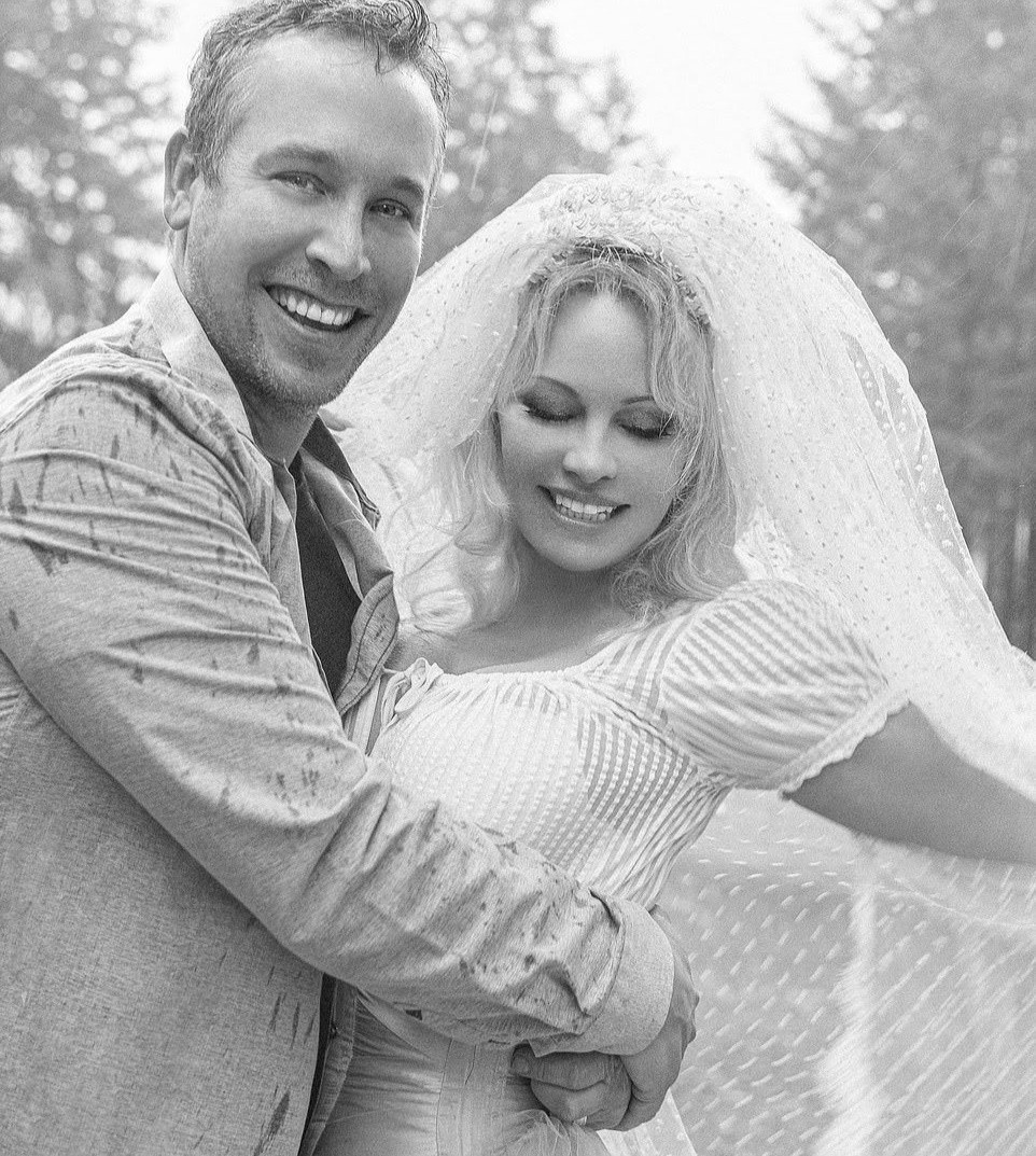 Pamela Anderson marries her bodyguard after falling in love with him during lockdown