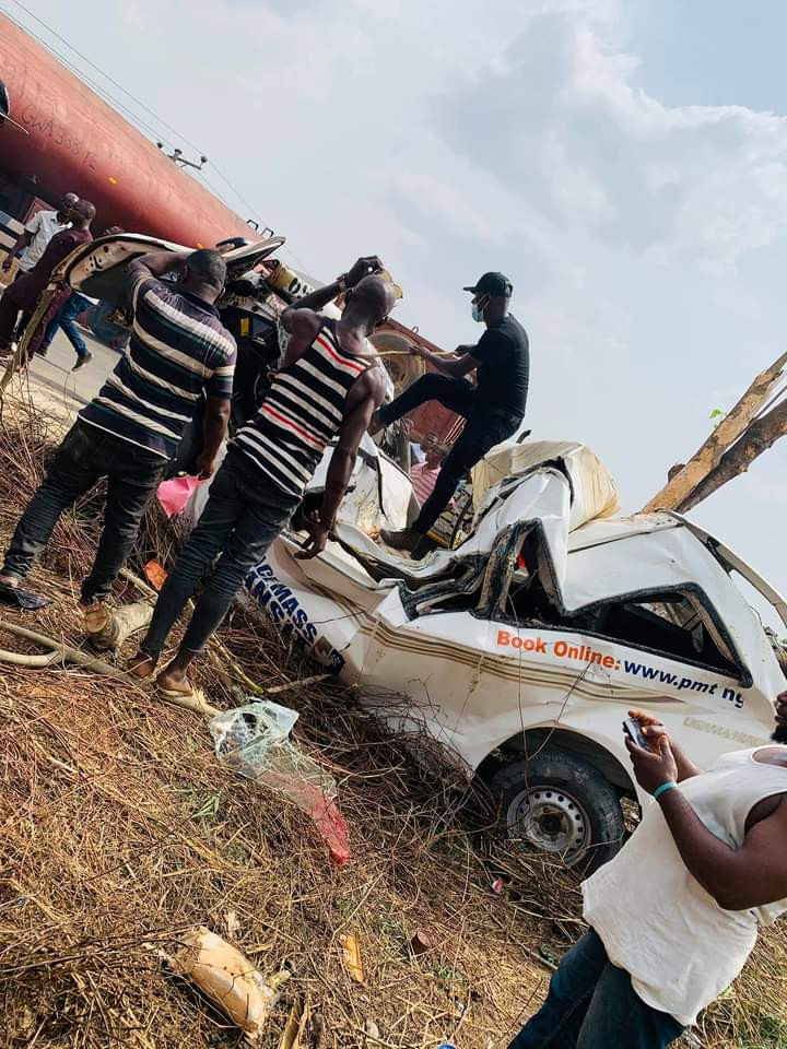 Three confirmed dead in fatal accident along Port Harcourt-Ebonyi road (photos)