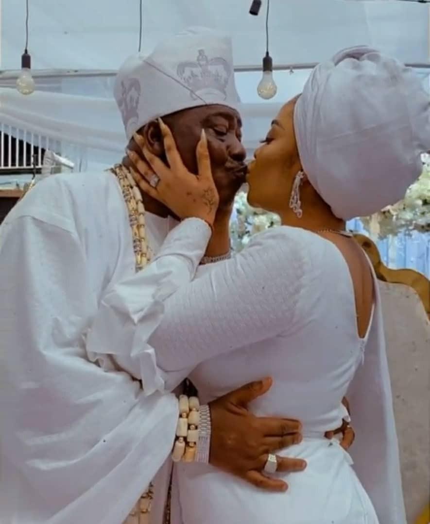 Ojora of Lagos, Oba Fatai Aremu Ojora picks a new wife (photos/video)