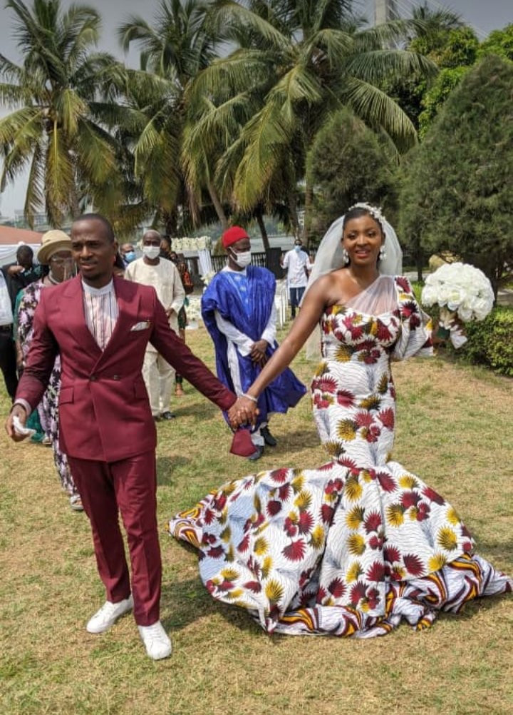 Nigerian bride wears Ankara dress to her white wedding