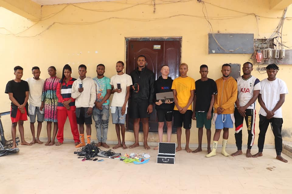 14 suspected internet fraudsters including two ladies arrested in Niger state