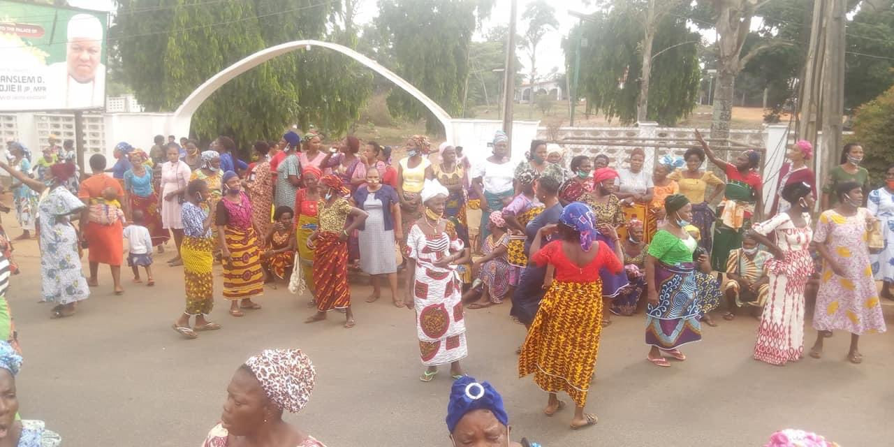 Edo women block major roads as they demand the immediate eviction of herdsmen in the state (photos/video)