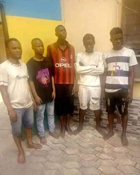 He was arrested for not wearing a face mask and paraded as a robber after his family failed to pay N200k for his bail - Friends defend fashion designer arrested for traffic robbery in Lagos, claim he