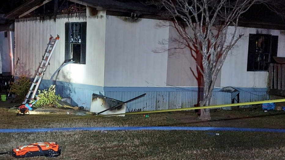 Dad loses entire family including his wife and three children in horrific house fire (photos)