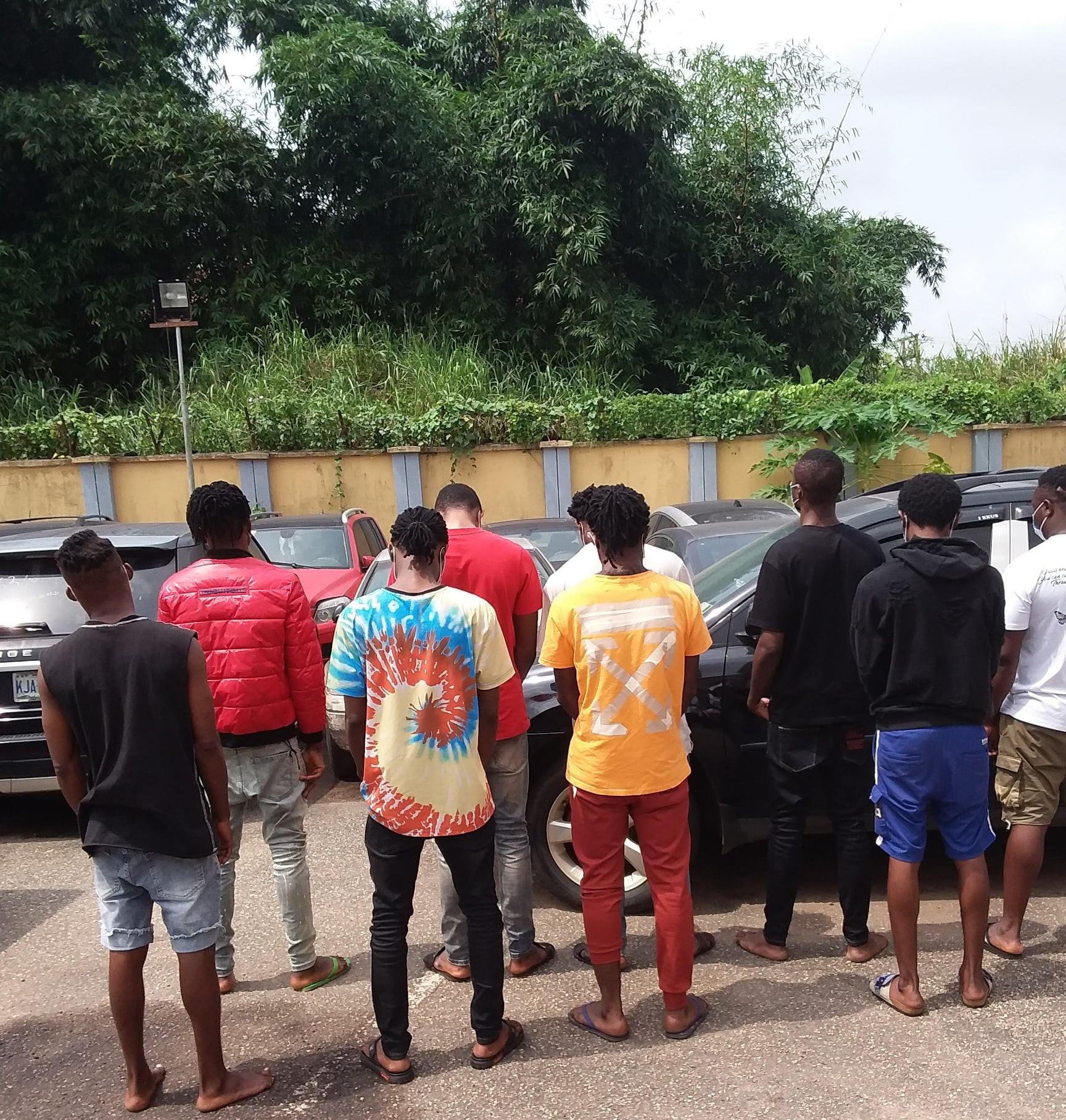 Nine suspected internet fraudsters arrested in Benin City (Photo)