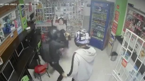 Brave girl, 14, fights off robbers with machete as she defends mum when they stormed their store (video)