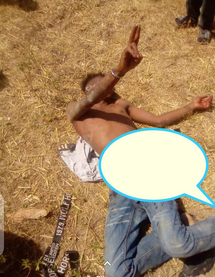 Two suspected armed robbers beaten to pulp for robbing a woman in Jos