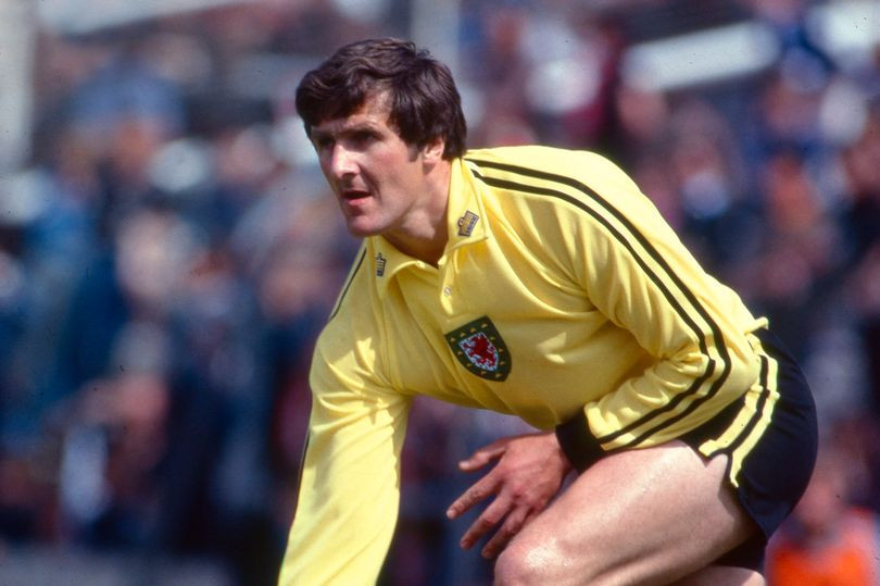 Former Wales and Everton goalkeeper, Dai Davies is dead