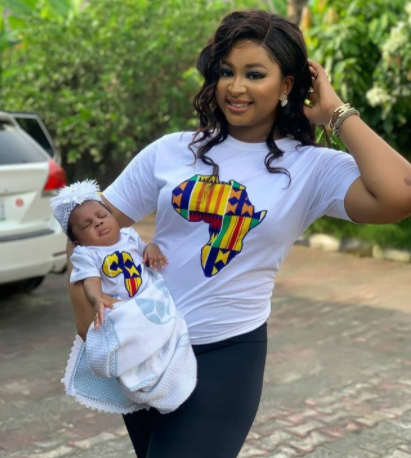 Adorable photo of Etinosa and her daughter