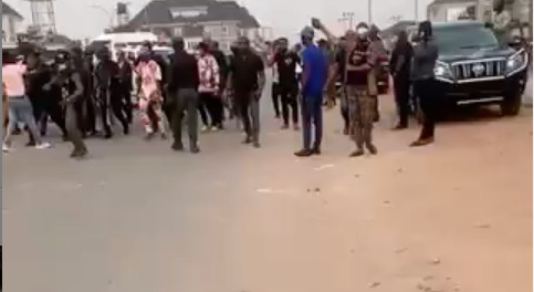 Moment Rochas Okorocha?s aide was assaulted by one of Imo state taskforce officials (video)