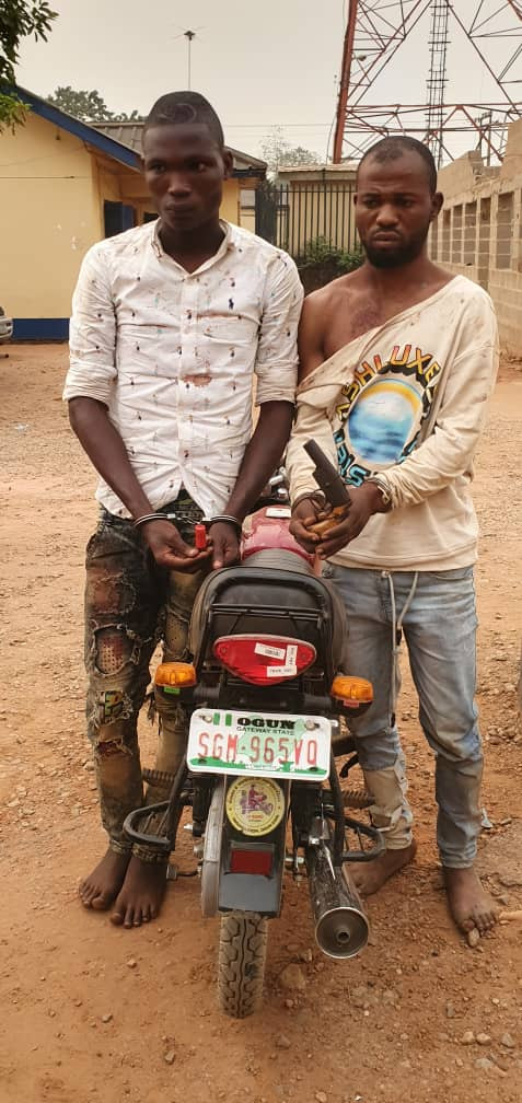 Two ex-convicts arrested for alleged armed robbery in Ogun (photo)