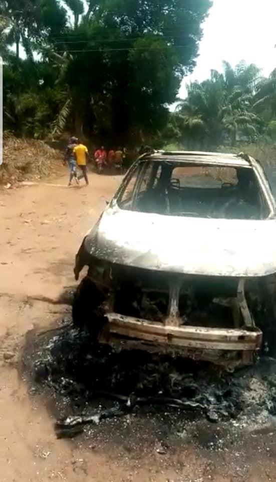 Gunmen kill two policemen in Anambra, set patrol van ablaze