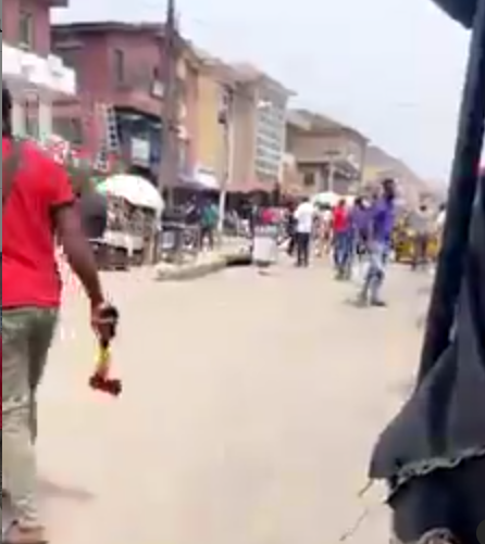 Traders fight off touts at Alaba International Market (video)