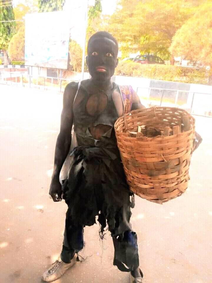 Oko Poly student becomes the cynosure of all eyes as he steps out for Rag Day