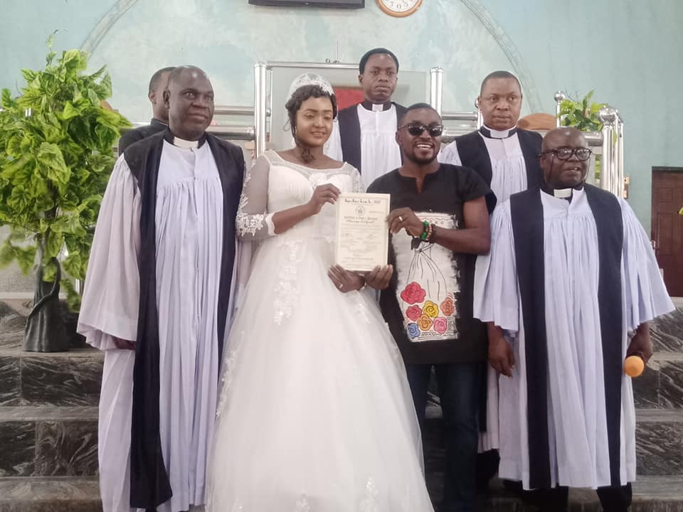 """Opinions about my simple outfit does not define how our marriage would be"" - Nigerian man who wore jeans and Dashiki shirt to his wedding says"
