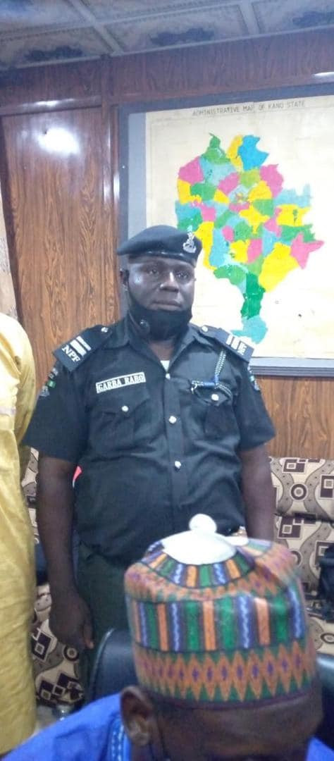 Encomium pours as police inspector and Kano State official reject N1m bribe from fake drug dealers