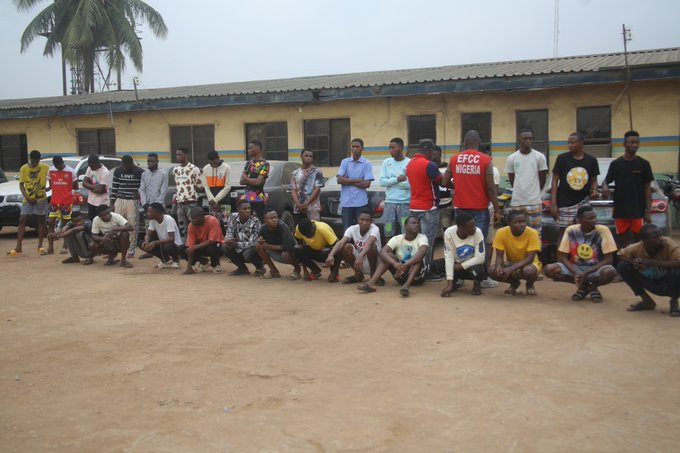 ?24 suspected internet fraudsters arrested in Ogun?