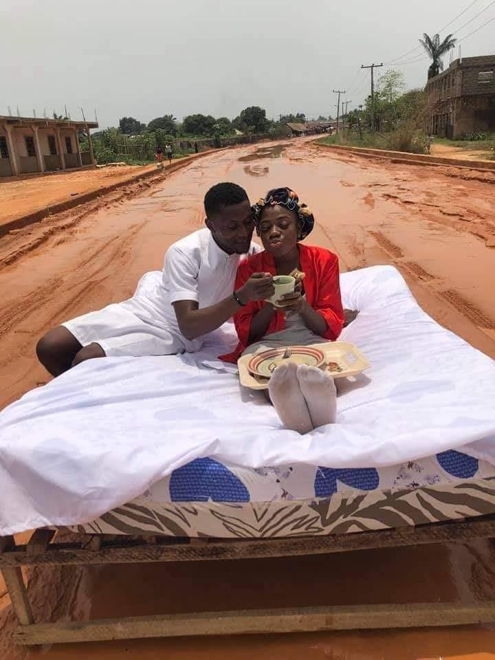 Nigeria: mécontent, un couple organise sa lune de miel sur une route boueuse