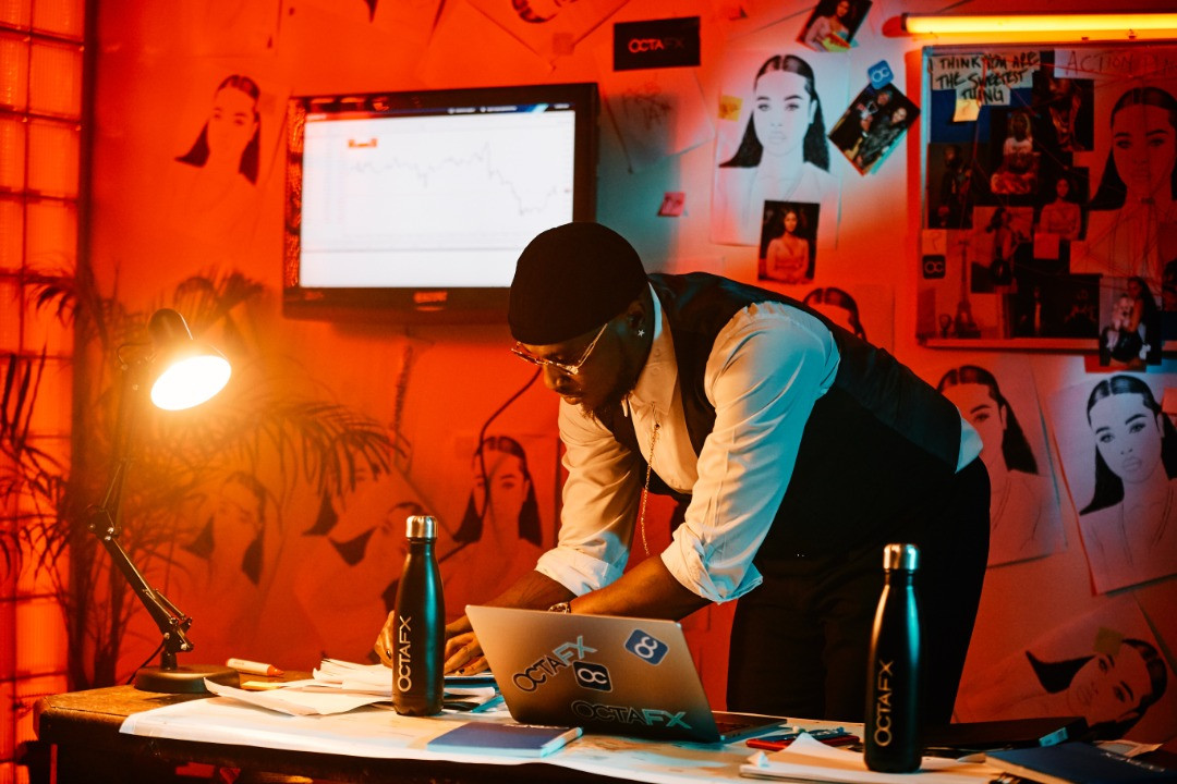 Nigerian singer and songwriter Peruzzi teams up with OctaFX for his latest music video