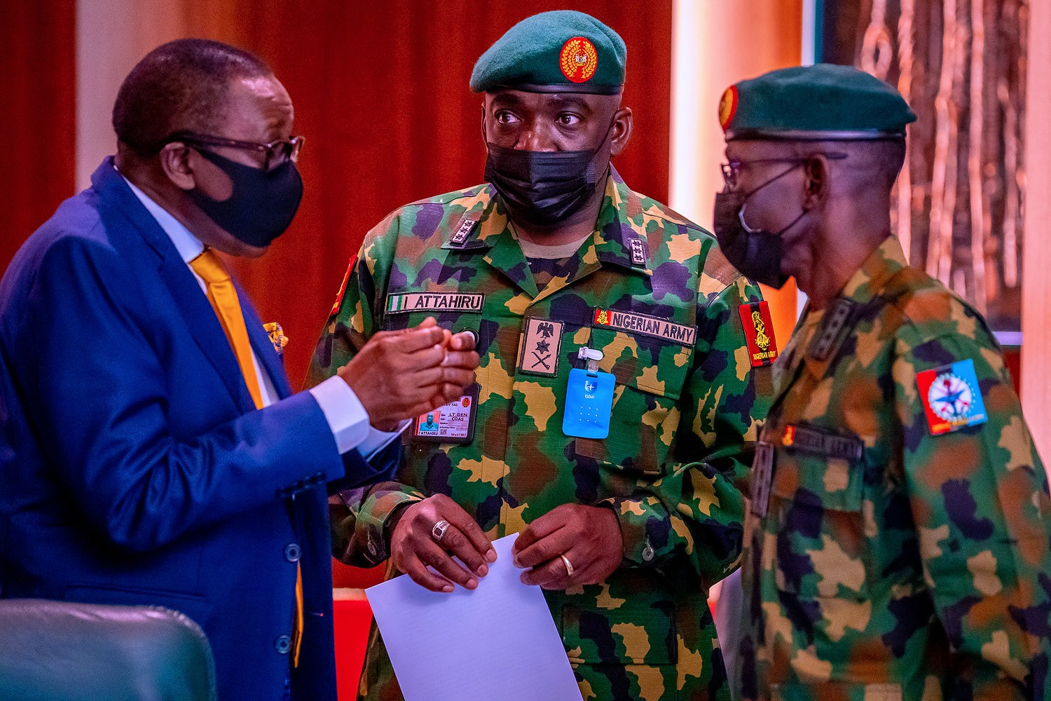 President Buhari meets military service chiefs before his medical trip to London (photos)
