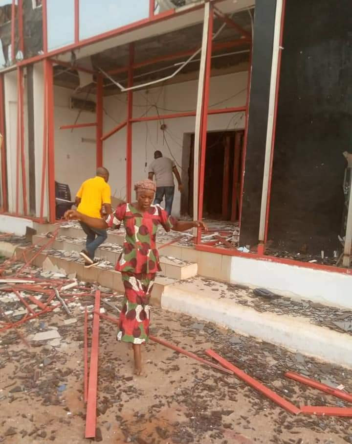 Armed robbers attack bank in Delta state (photos)