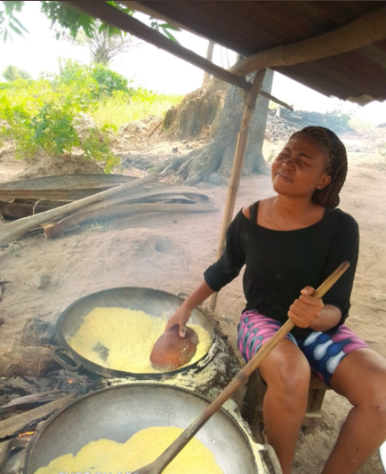 "Beautiful Nigerian Lady Who Fries Garri And Farms For A Living Goes Viral As She Transforms Into A Beauty To ""Spend"" Her Money"