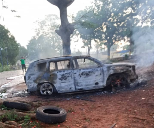 Two police officers killed as hoodlums raze Anambra Police zonal headquarters (photos)