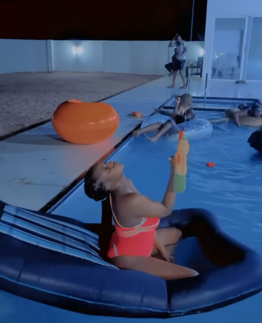 Singer, Simi shares photos and videos from her pool party