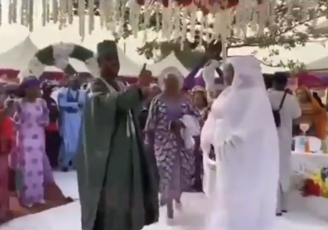 Watch the moment a Groom refused to dance at his wedding and warned the MC to stop cajoling him to dance (video)
